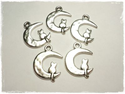 "Knitting Charm ""Mooncat"""