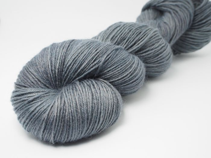 Gunmetal grey* Sockyarn 4-ply fingering weight
